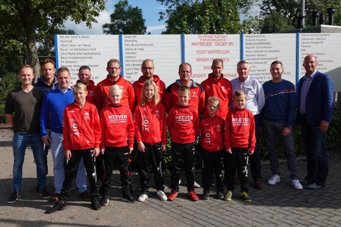 Nieuwe trainingspakken voor jeugdteams Go-Ahead Kampen dankzij Jeugdsponsorgroep